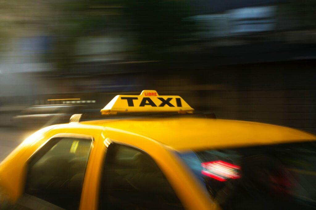 Uber verdraengt Taxis